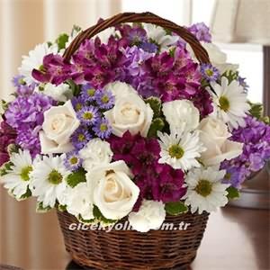 Sepet İçerisinde Renkli ve Beyaz Güller
