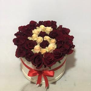Kişiye Özel Kutuda Kırmızı Güller Krem Güller Harf Tasarım