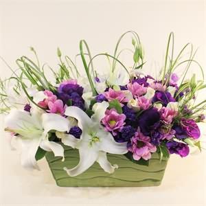 Seramik Kupa İçerisinde Mevsim Çiçekleri
