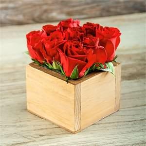 Ahşap Kutu İçerisinde Kırmızı güller
