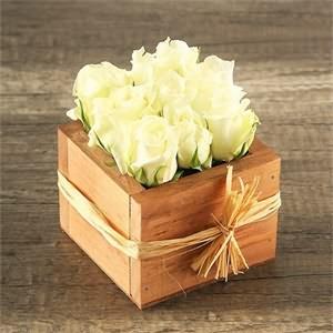 Ahşap Kutu İçerisinde Krem güller