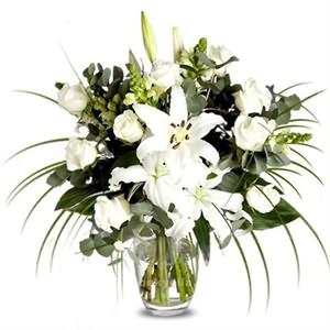 Beyaz Saf Lilyum ve Güller