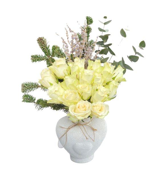 Kalb Vazoda Beyaz Güller